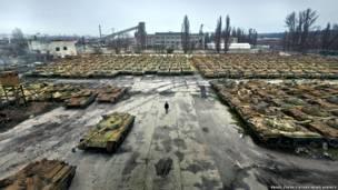 टैंकों के कब्रिस्तान में टैंकों की कतारें,  पैटवेल इटकिन