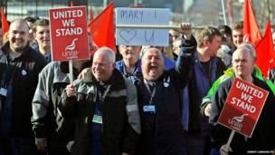 ब्रिटेन में फ़ासलेन और कूलपोर्ट नौसेना अड्डों के हड़ताली कर्मचारी