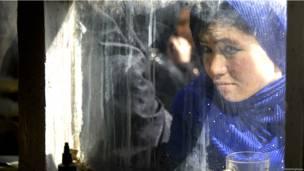 Foto de una mujer en Afganistán de Anje Niedringhaus