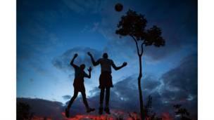 Alto Paraíso, Goiás'da günbatımında maç yapanlar.