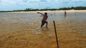 """Santo Amaro, Maranhão'da """"su futbolu."""""""