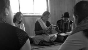 मणिपुर की विधवाएं, क़तार के आख़िरी