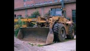 Hiding in the City No.71 - Bulldozer. Liu Bolin