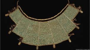 Pectoral con cuentas. Moche (100 – 800a.d.) Museo Larco, Lima. Foto de Joaquin Rubio  Exhibición Peruvian Gold: Ancient Treasures Unearthed.