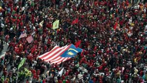 Trabalhadores de diversos países exigiram melhores condições de emprego no Dia Internacional do Trabalho.