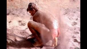 المصارعون في صالة تدريب بأحد أحياء مومباي