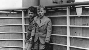 II Guerra Mundial. Capitalismo en acción, ejemplos.  [HistoriaC]  - Página 2 140513145819_boat_refugees_304x171_unk_nocredit