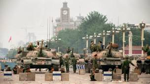 Los tanques del Ejercito de Liberación del Pueblo en la avenida Changan el 6 de junio de 1989. AFP