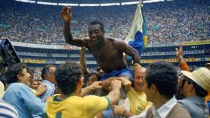 पेले (1958, 1962, 1966, 1970- 12 गोल)