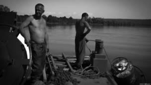 Бакенщики на реке