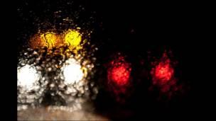 Semáforos y lluvia