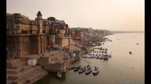 Rio Ganges em Varanasi  (Amos Chapple/REX FEATURES)