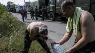 Фото недели: перемирие и обмен пленными