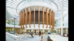 Obras premiadas vão desde sedes de administração municipal com cafés e biblioteca até sede de start-ups