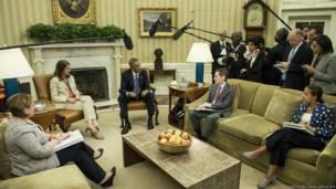 पत्रकारों से बात करते अमरीकी राष्ट्रपति बराक ओबामा