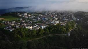 खासी हिल्स में स्थित मौसिनराम गांव, अमोस चैपल