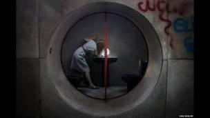 Ванная комната Джузеппе Перуджини, Лиса Шалом