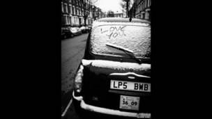 Такси в снегу