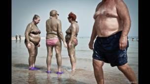 इसराइल, मृत सागर, तट, चिर यौवन की चाह रखने वाले लोग