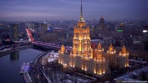 होटल यूक्रेन, शाम, एमोस चैपल/रेक्स फ़ीचर
