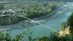 الجسر المعلق الجديد في تشايناغات سهل الحياة للكثير من المزارعين