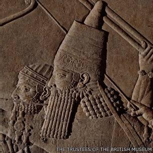 El rey Asurbanipal cazando leones