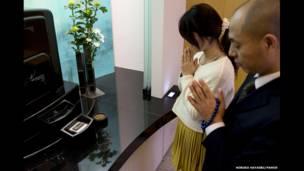 Mecanismos de automação criados pela Toyota usam cartões eletrônicos para acessar ossários e urnas