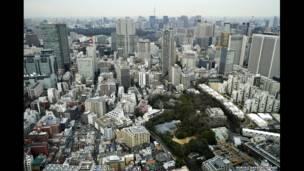 Вид на Токио с храмом Хикава