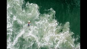 Imagem de surfista feita por drone em praia brasileira está entre os primeiros concorrentes inscritos