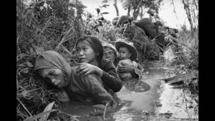женщины и дети при артобстреле