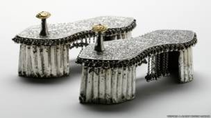 حذاء لحفلات العرس، من الخشب المرصع بالذهب والفضة