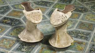 حذاء مزخرف ومنحوت من خشب السنوبر، البندقية، إيطاليا