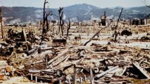 صورة من سلاح الإشارة الأمريكي تظهر حجم الدمار الذي خلفته أول قنبلة ذرية على هيروشيما في السادس من أغسطس/آب