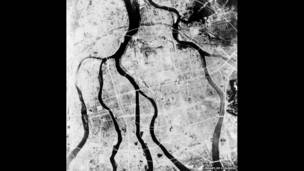 القنبلة الذرية على هيروشيما، صورة من الجو بعد إلقاء القنبلة، مكتبة الكونغرس.
