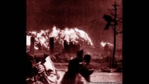 Огневой вихрь, возникший после взрыва атомной бомбы над Хиросимой.