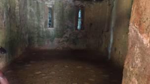 Dakin mata da 'yan mata a Gidan Bayi na Gorée
