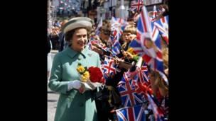 Елизавета II отмечает 25-летие пребывания на престоле
