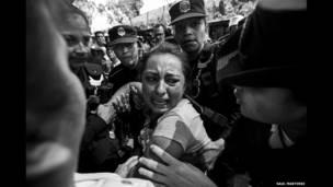 प्रदर्शनकारियों पर पुलिस कार्रवाई, सॉल मार्टिनेज़