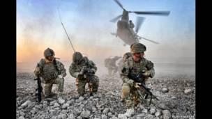 हेलमंड में फिर से सरकारी कब्जे के लिए लड़ते फ़ौजी, अफ़ग़ानिस्तान