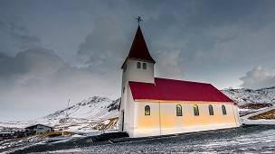 """Los islandeses pagan un """"impuesto de Dios"""" para mantener a las religiones."""