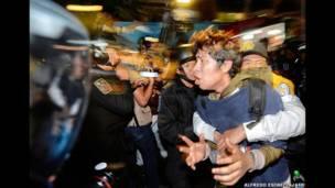 'Yan sanda sun kama wani dalibi a lokacin da ake yin zanga-zanga a birnin Mexico City