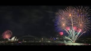 An fasa kalolin wuta a gidan kallo da gadar Harbour a Sydney