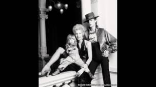 डेविड और एंजी बोई अपने बेटे 'जो' के साथ 1974 में