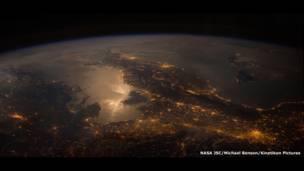 Névoa em Marte, tempestades em Júpiter e labaredas incandescentes no Sol - composições digitais mostram como são de perto nossos vizinhos cósmicos (Nasa SDO/Nasa GSFC/Michael Benson, Kinetikon Pictures)