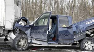 अमरीका में टकराईं 50 से ज़्यादा कारें