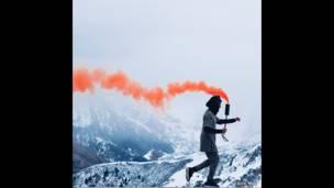 سحابة من الدخان البرتقالي.