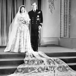 Gimbiya Elizabeth da Laftanan Philip Mountbatten a Fadar Buckingham bayan bikinsu.