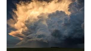 أحد صور الأعاصير التي التقطها ماركو كوروسيك.