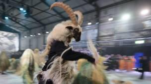 Actores disfrazados de cabras