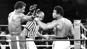 Alí derrota a George Foreman en 1974, en Zaire